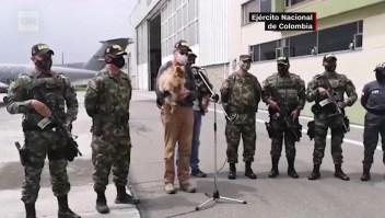 Ejército de Colombia rescata a dos secuestrados y sus perros