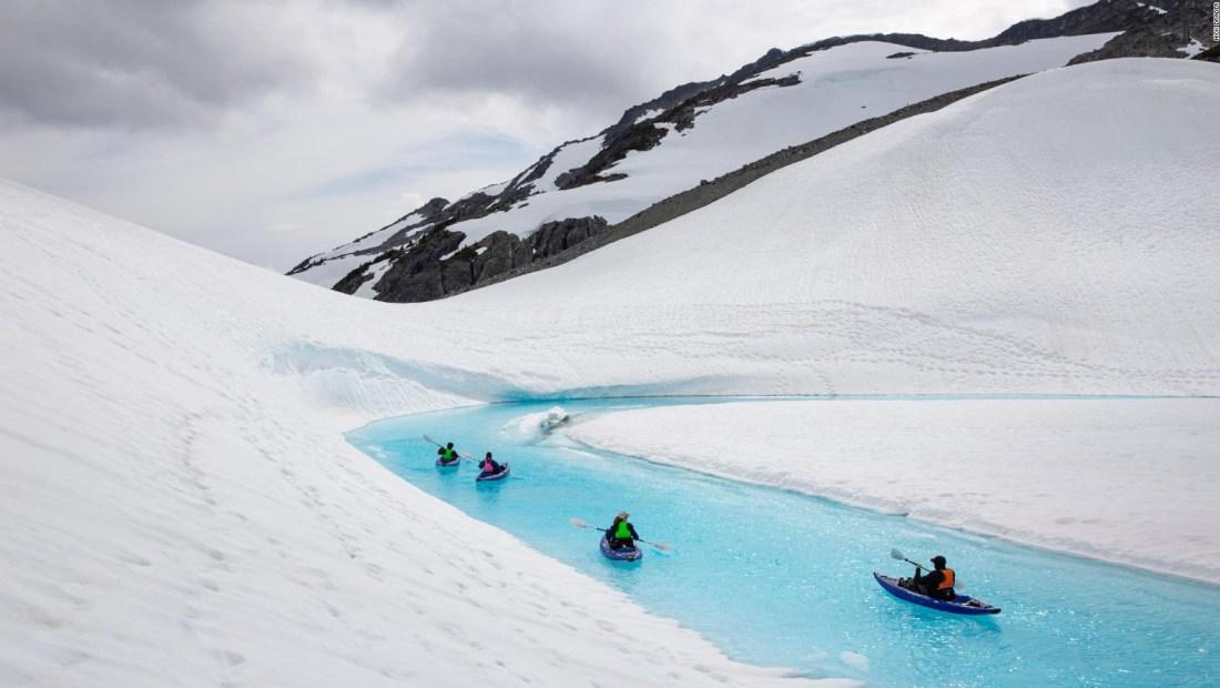 Un viaje en kayak a través de un glaciar