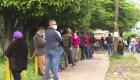 Largas filas revelan saturación por covid-19 en Honduras