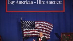¿Está Trump usando el covid-19 para extender las restricciones a visas?