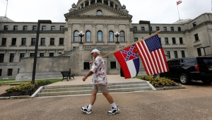 Mississippi aprueba retirar el símbolo confederado de su bandera