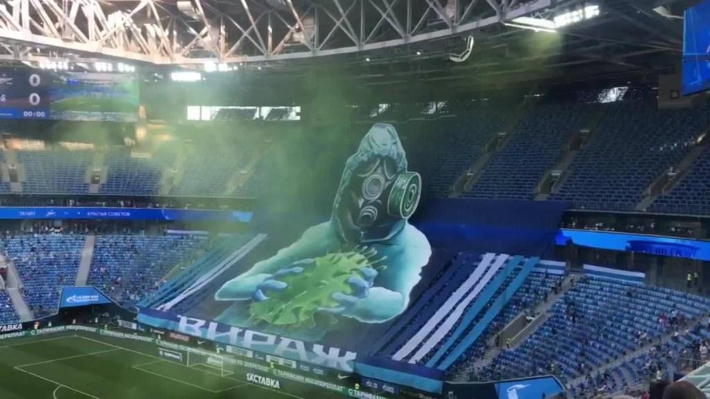 Rusia: impresionante recibimiento artístico en un partido de fútbol
