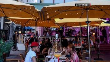 Florida registra repunte de contagios de covid-19 en jóvenes