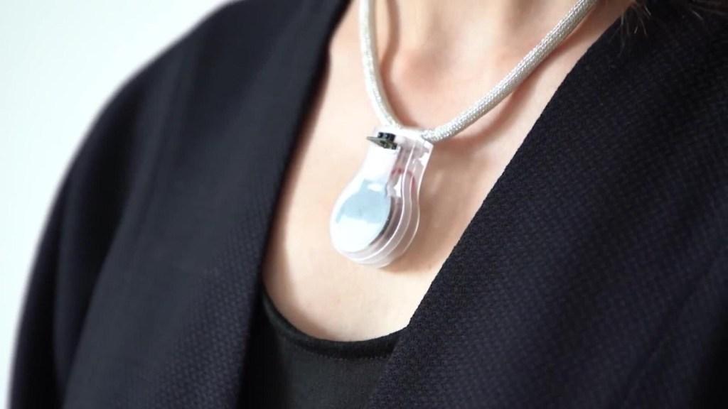 Este collar ayuda a prevenir el covid-19
