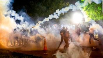 Se prohíbe a los militares usar gas lacrimógeno en el campo de batalla, pero la policía puede usarlo en multitudes en casa. Este es el por qué