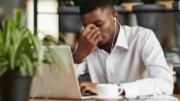 Cómo tomar buenas decisiones cuando estás paralizado por el estrés de las protestas y la pandemia
