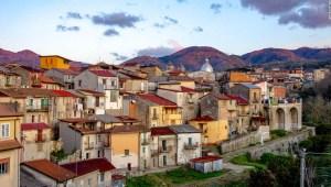 Cinquefrondi: la ciudad italiana 'libre de covid' que vende casas de 1 dólar