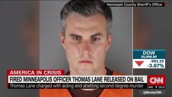 Queda en libertad bajo fianza policía despedido de Minneapolis