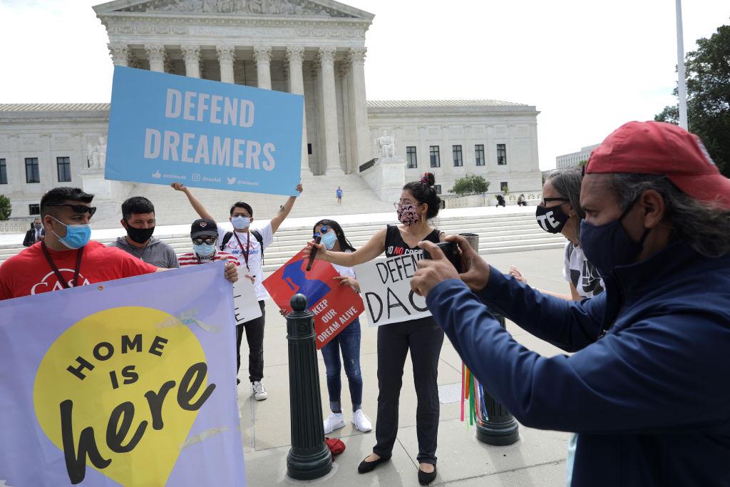 Corte Suprema bloquea intento de Trump de acabar con el programa DACA