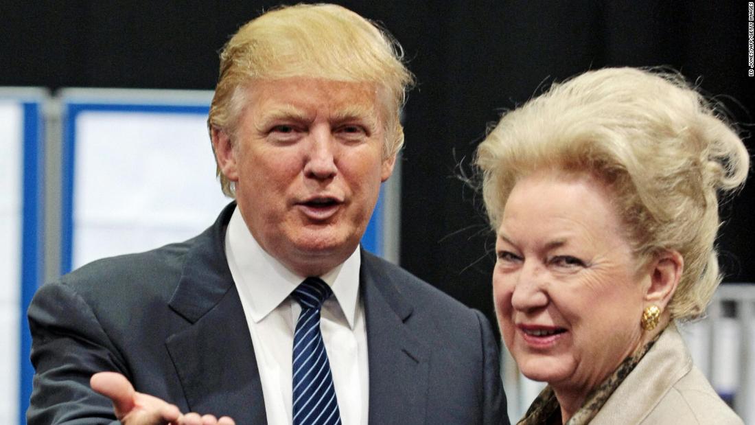 Donald Trump y su hermana Maryann Trump Barry.
