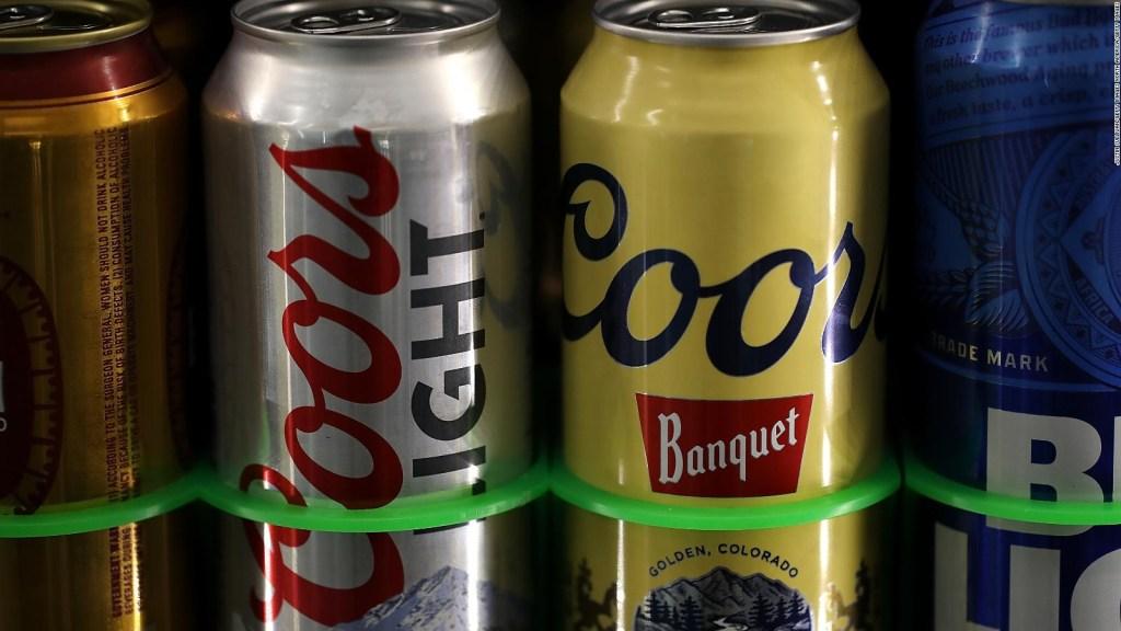 La pandemia causa una demanda sin precedentes de latas