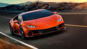Hombre usa ayuda federal para comprar un Lamborghini