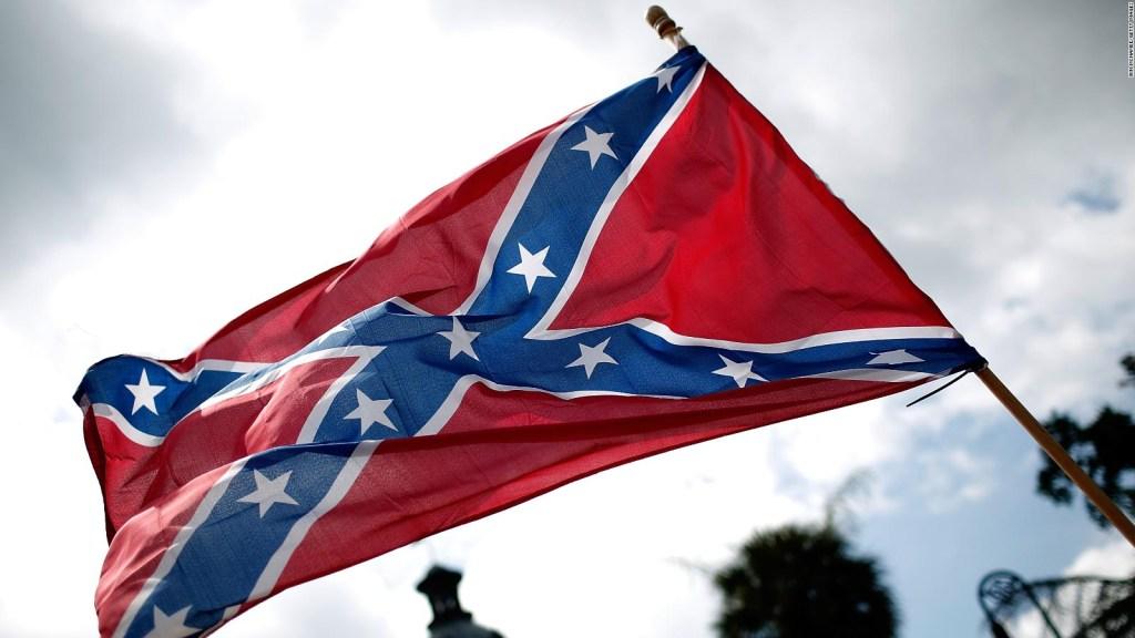 EE.UU. prohíbe el uso de la bandera confederada