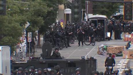 Policía de Seattle retira a manifestantes