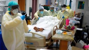 """La """"abrumadora"""" lucha en San Antonio Texas contra el virus"""