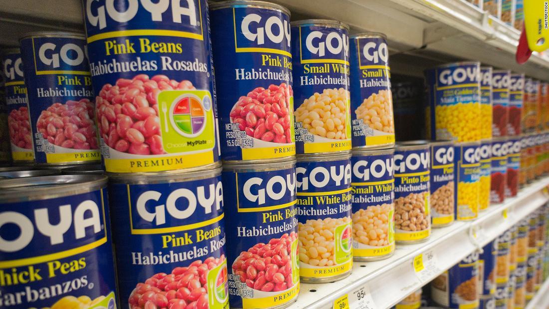 Piden boicot a Goya Foods después de que su presidente ejecutivo elogiara a Trump (y se negara a disculparse)