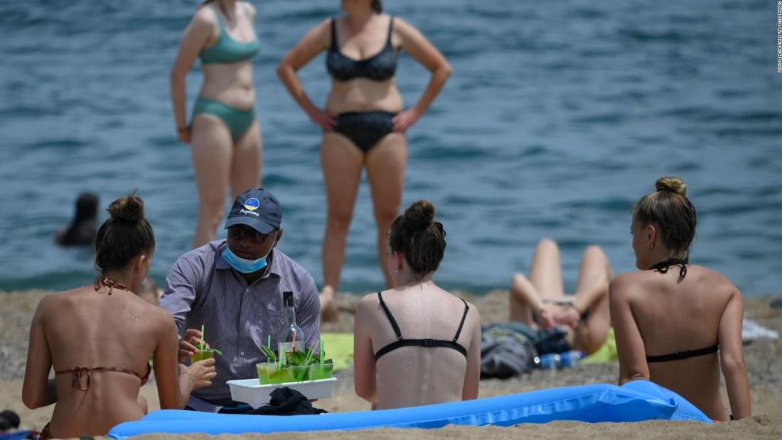 Barcelona: Sin mascarilla, pero con controles en la playa