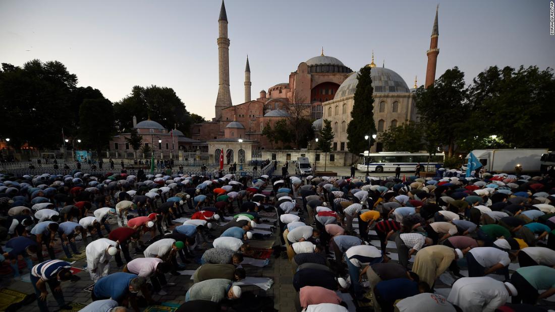 El papa Francisco dice estar 'muy triste' porque Turquía convierte a Santa Sofía de museo en mezquita