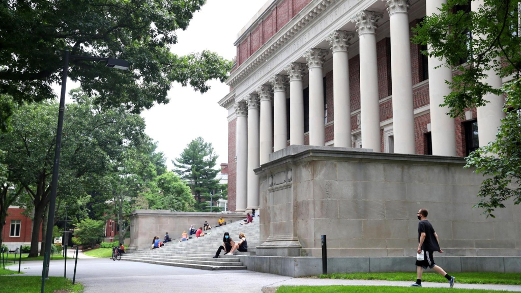 Estudiantes extranjeros podrían ser deportados de EE.UU.
