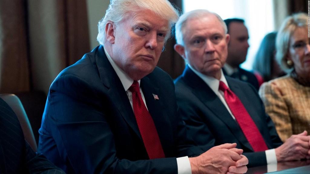 Sessions derrotado y Trump lo celebra
