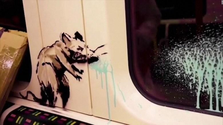 Banksy Pintó Un Vagón Del Metro De Londres Con Mensajes Por El Covid 19 Video Cnn
