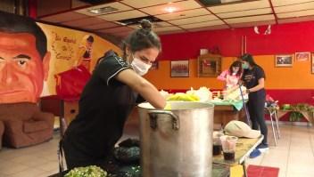 Sacerdote organiza ollas comunes para los más necesitados en Perú