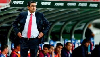 Tena, entrenador de Chivas, positivo por covid-19