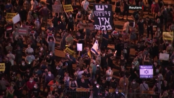 Miles se manifiestan afuera de la residencia de Netanyahu