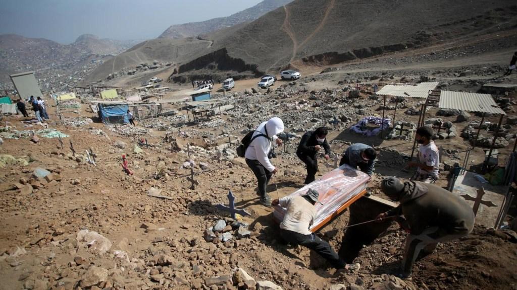 El trabajo que nadie quiere hacer: sepultar víctimas de covid-19