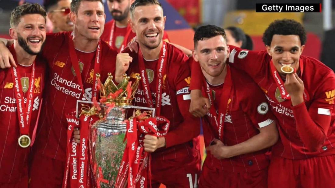 Liga Premier: Liverpool golea y levanta su preciado trofeo