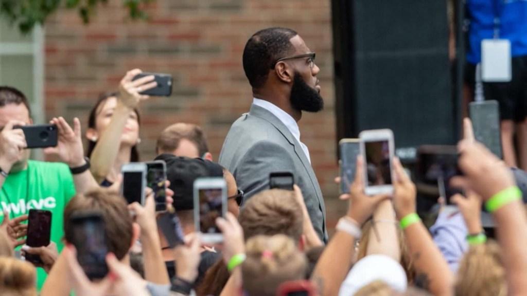 LeBron James dona para permitir voto a exconvictos