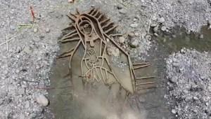 Virgen reaparece tras fuertes lluvias en Monterrey
