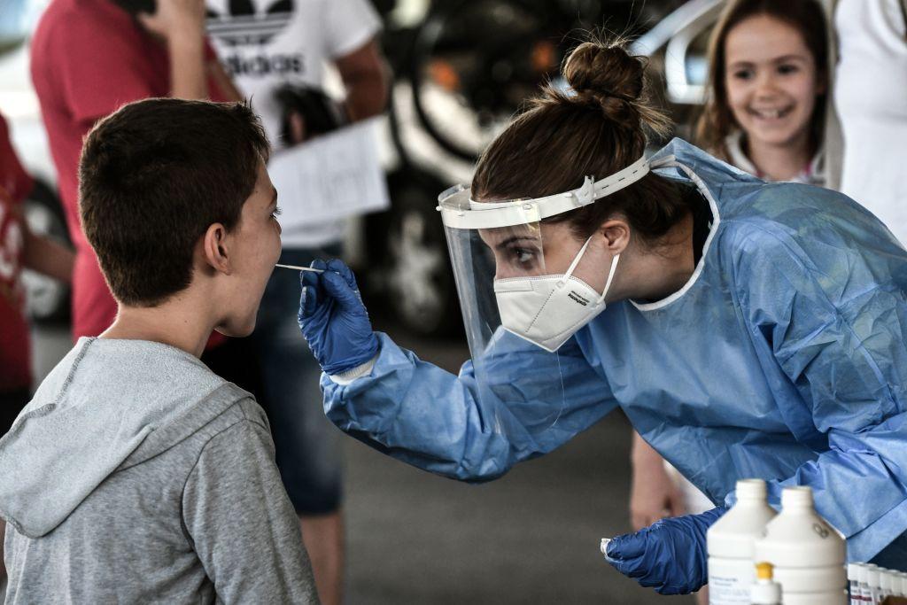 """Coronavirus 10 de julio, minuto a minuto: Es """"muy poco probable"""" que el mundo pueda erradicar o eliminar el coronavirus a corto plazo, dice la OMS"""