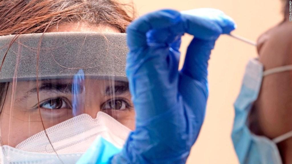 Estados Unidos alcanza otro hito sombrío de coronavirus, pero un experto dice que todavía hay tiempo para cambiar las cosas