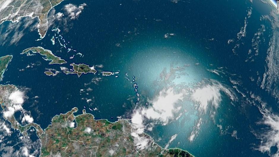 Isaías, una tormenta tropical que rompe récords se dirige hacia EE. UU.