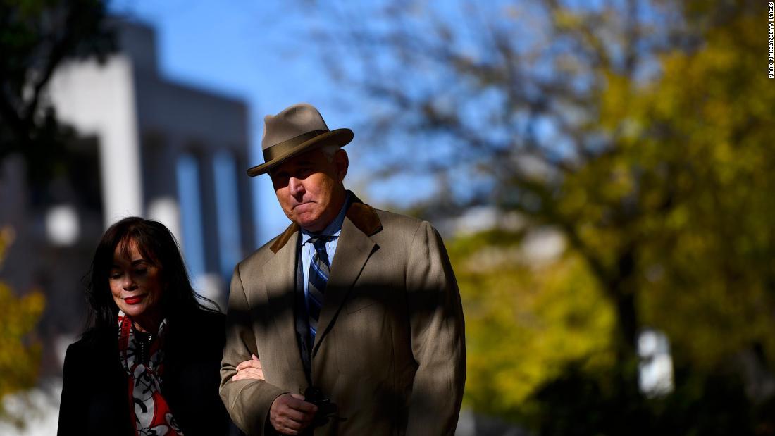 Donald Trump da a entender que estaría listo para dar perdón presidencial a su exasesor Roger Stone