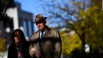 Donald Trump da a entender que está listo para perdonar a su exasesor Roger Stone