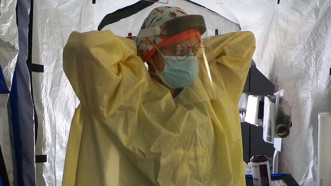 Lo que vive un hospital de California abrumado por el covid-19, mientras los médicos se aferran a su última defensa