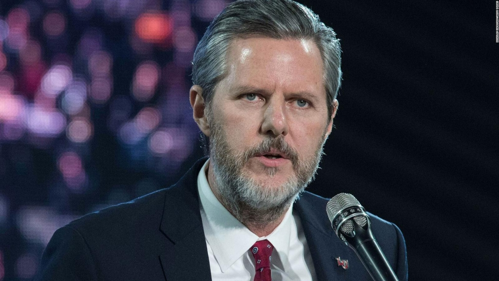 Evangélico Jerry Falwell Jr. envuelto en escándalo sexual