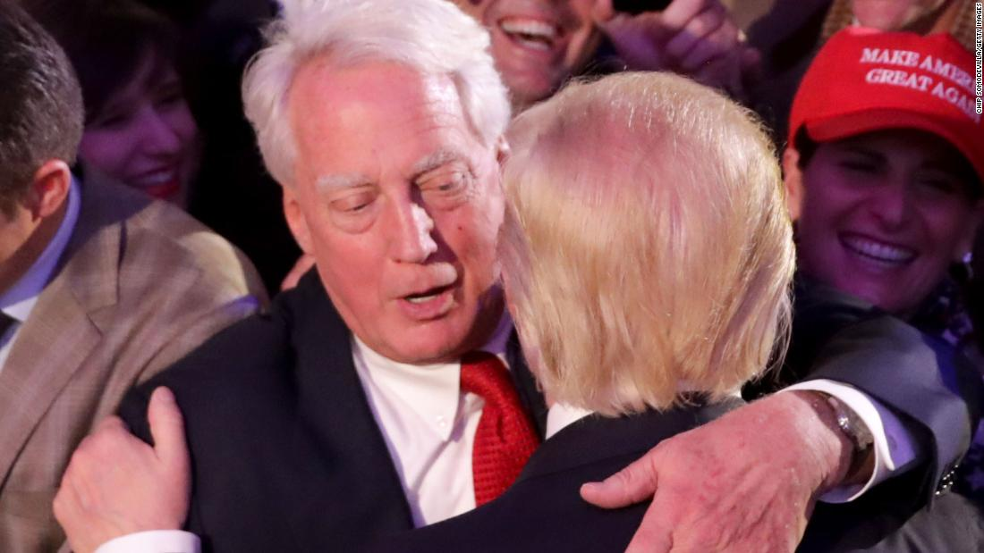 Hospitalizan al hermano del presidente Trump