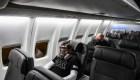 EE. UU. quita la restricción de viajar al exterior