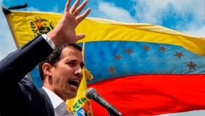 Guaidó anuncia un pago extra para trabajadores de la salud