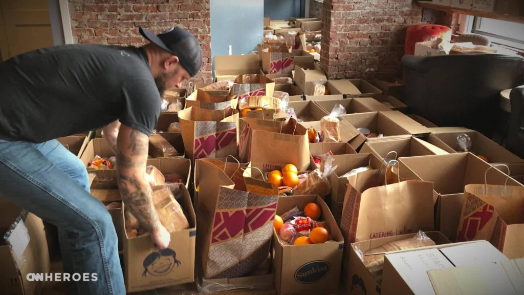 Por el covid -19 creó una red para repartir alimentos