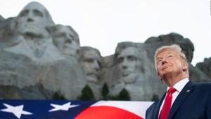Gobernadora de Dakota del Sur: Trump quería su cara en el Monte Rushmore y no era un chiste