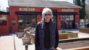 Jon Bon Jovi ayuda a sus vecinos en dificultades