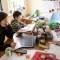 Cuidar a sus hijos o trabajar, dilema de muchas madres