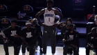 NBA: Jonathan Isaac llama la atención por permanecer de pie