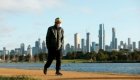 Toque de queda en Melbourne, Australia, tras mortal brote de covid-19
