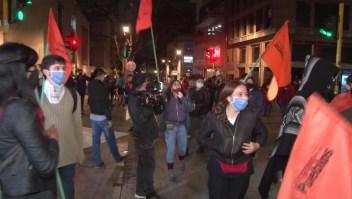 Unos celebran y otros repudian la detención de Álvaro Uribe