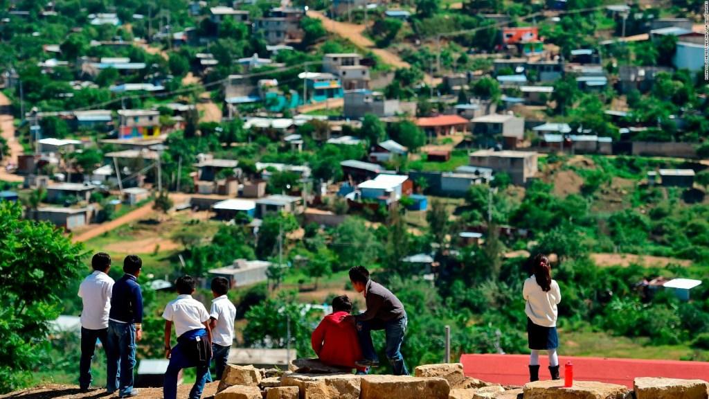 Maestros se dicen excluidos de clases a distancia en México